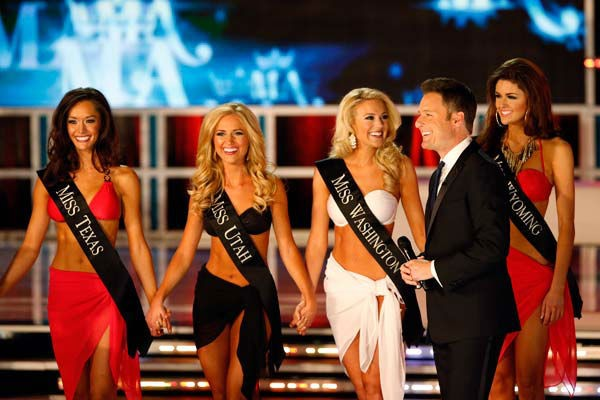 130112-otrc-img-miss-america-swimsuit-group