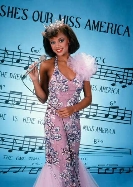 vanessa-williams-poses-press-photo